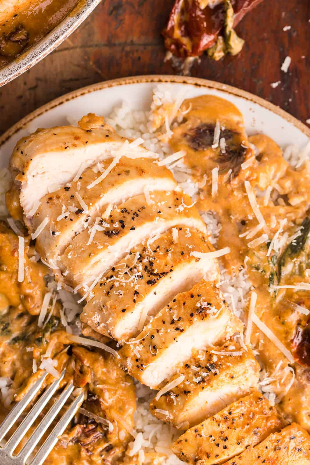 sliced chicken with creamy sauce