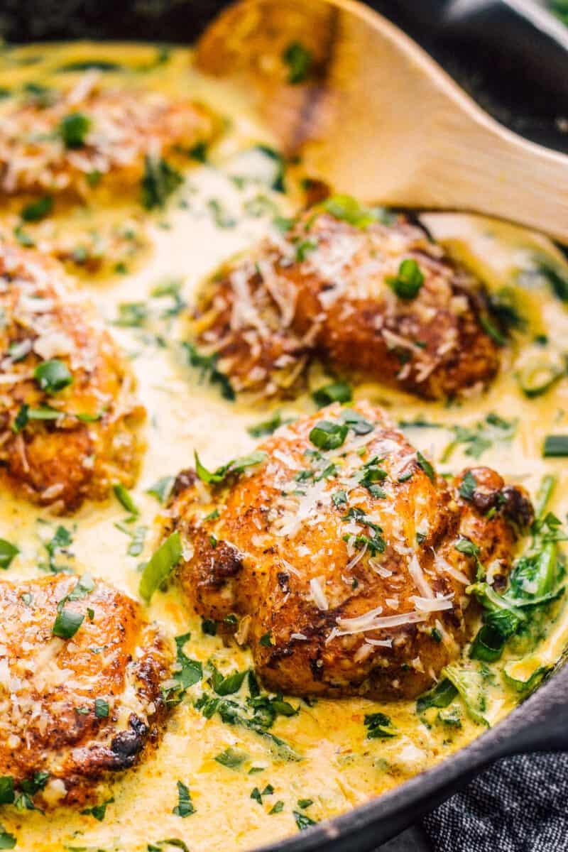chicken thighs in chicken florentine