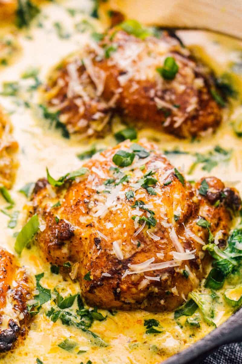 up close chicken thighs in chicken florentine