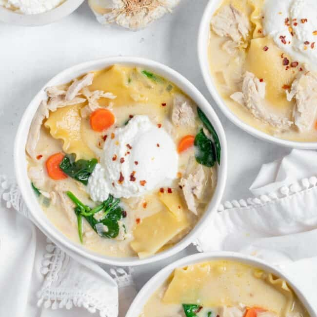 chicken alfredo lasagna soup in bowls