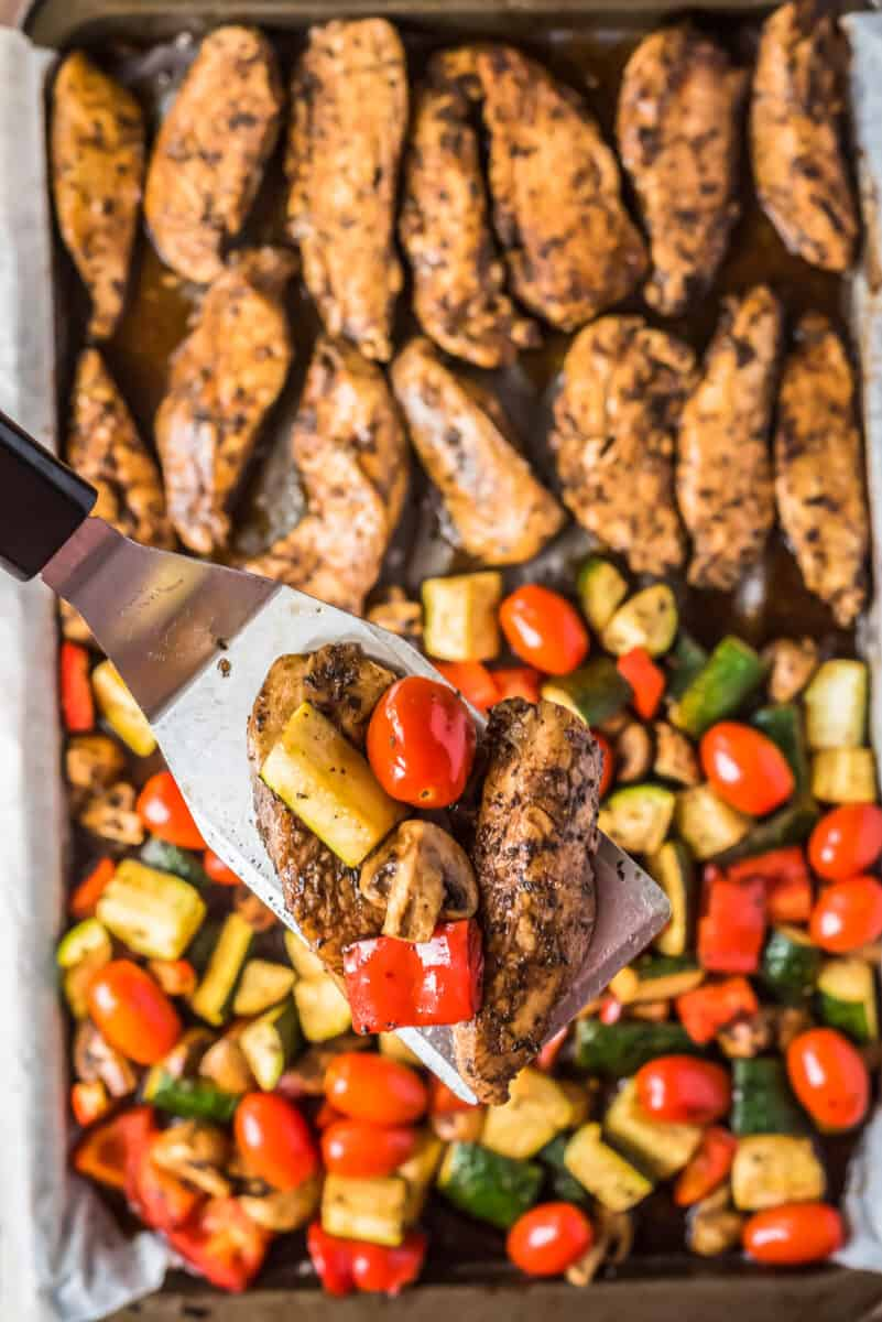 lifting up balsamic chicken and tomatoes