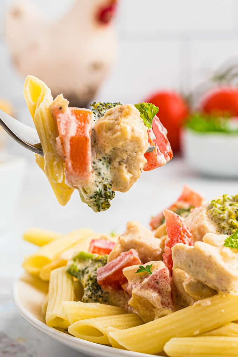 fork with pasta and chicken primavera