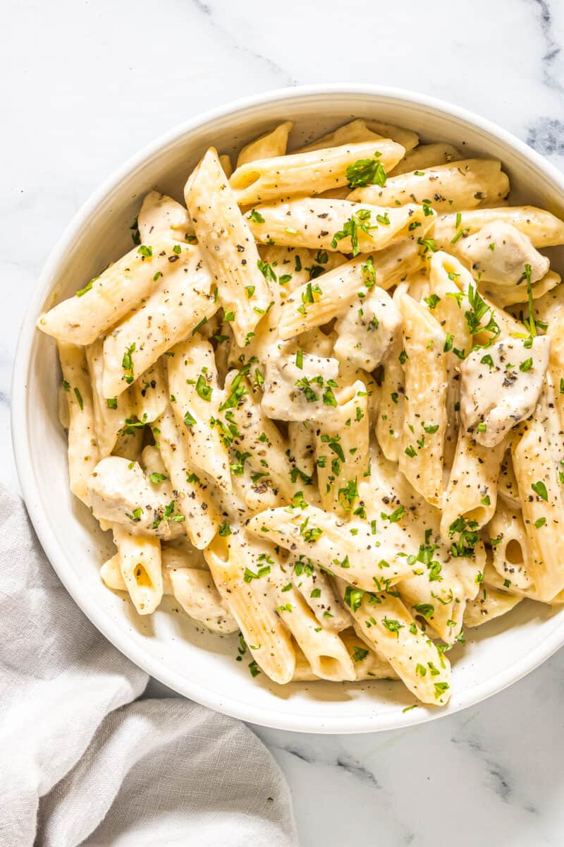 instant pot cheesy chicken pasta in bowl
